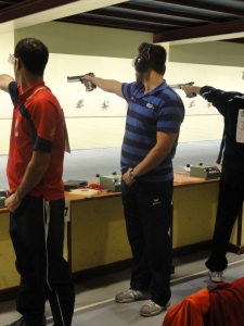 Posición del olímpico Pablo Carreras (pies muy juntos)
